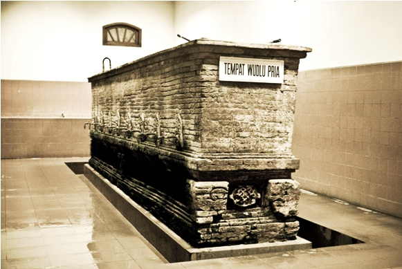 Padasan 8 Pancuran di Masjid Menara Kudus