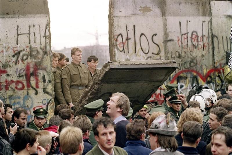 historipedia pembukaan perbatasan awali keruntuhan tembok berlin H8ArjmAc5T