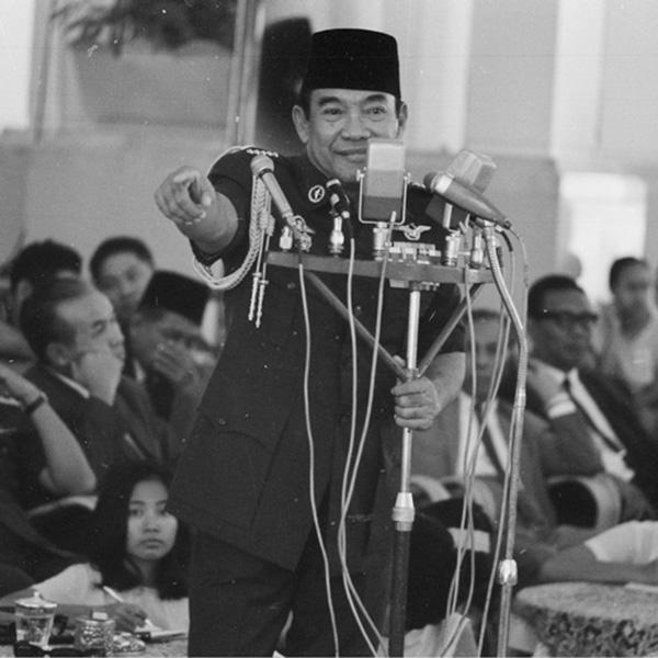 Revolusi Sosiolisme Indonesia Kepemimpinan Nasional (Analisis Pidato Soekarno)