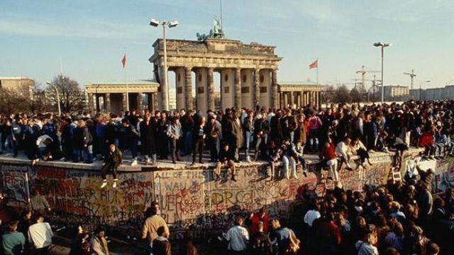 021838100 1416829385 berlin wall1 1516466i