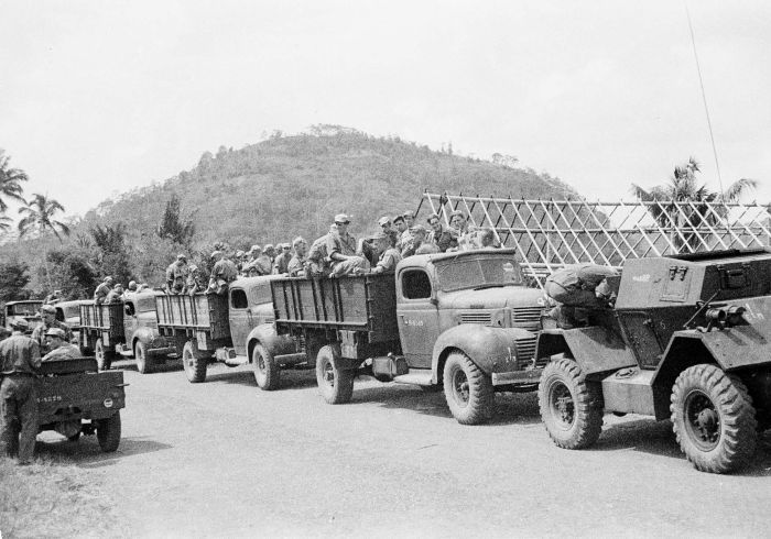 COLLECTIE TROPENMUSEUM Militaire kolonne tijdens de eerste politionele actie TMnr 10029135