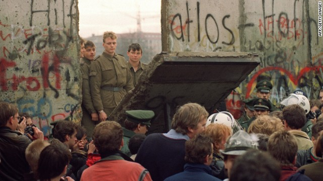 111223115628 berlin wall 1989 story top
