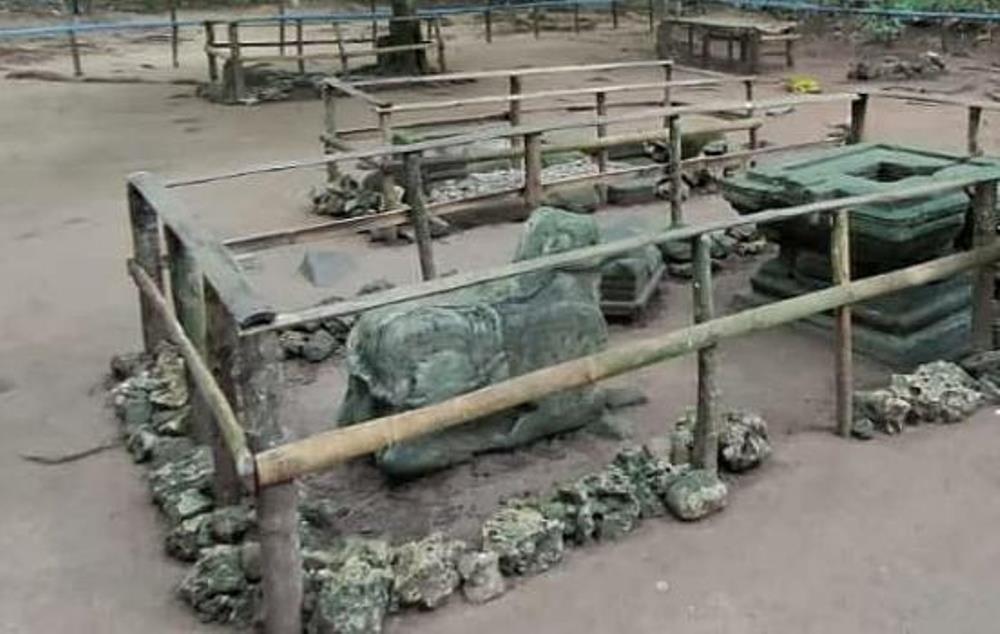 1. Candi Batu Kalde